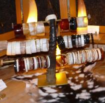 Retrouvez notre collection de bracelets artisanaux à l'atelier boutique